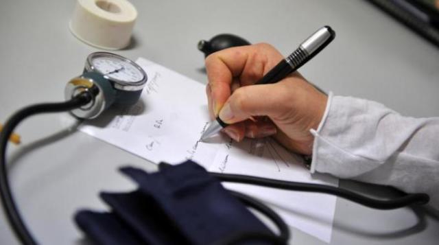 Visita fiscale, reperibilità sotto lente del medico: i comportamenti anti-sanzioni