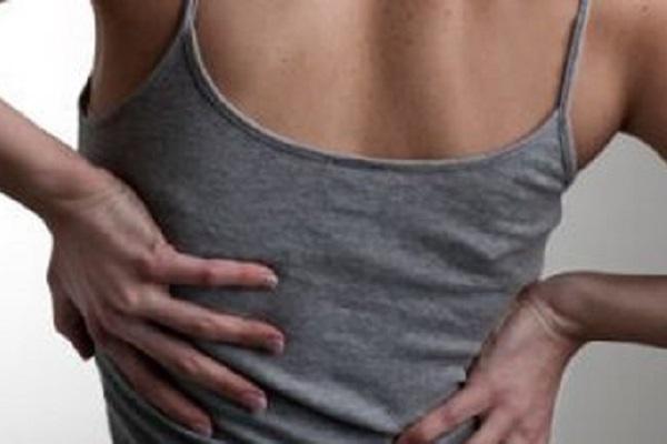 Mal di schiena accorcia la vita? Gli effetti evidenti sui gemelli