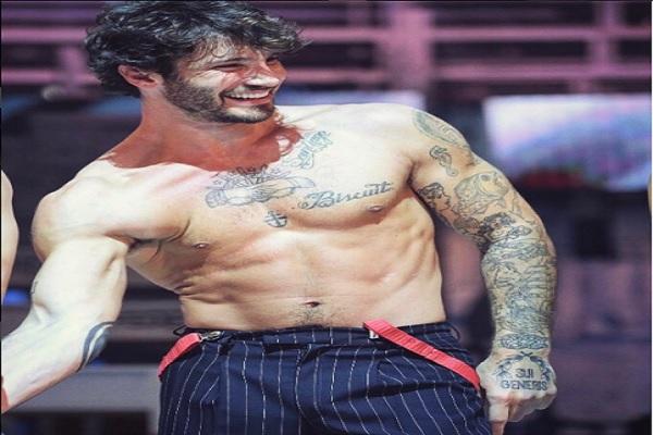 Stefano De Martino news cancella il tatuaggio con Belen Rodriguez? Indizi social