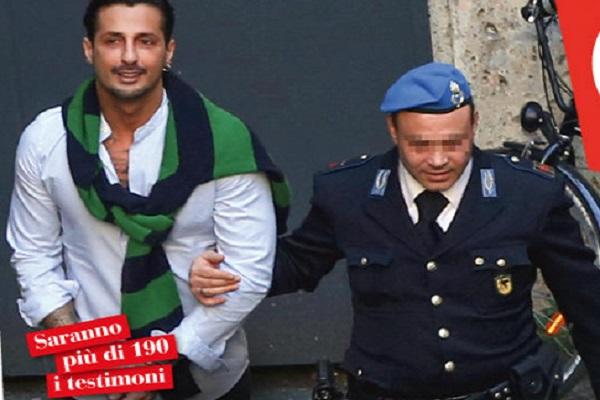 Fabrizio Corona fuori dal carcere: le foto prima dell'udienza del processo