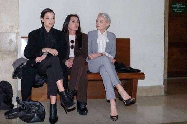 Processo Fabrizio Corona: l'ex fidanzata Belen Rodriguez pronta a difenderlo?