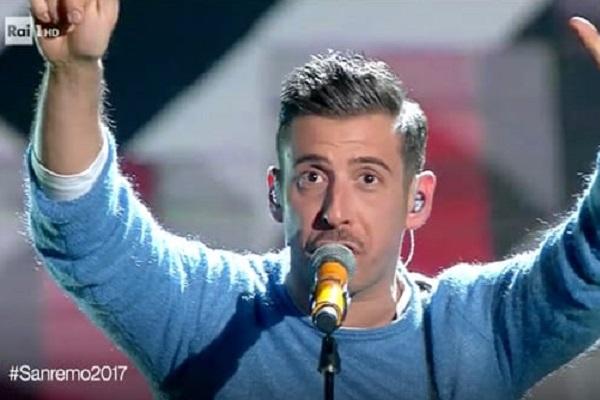 Francesco Gabbani gossip: il cantante superdotato come Siffredi?