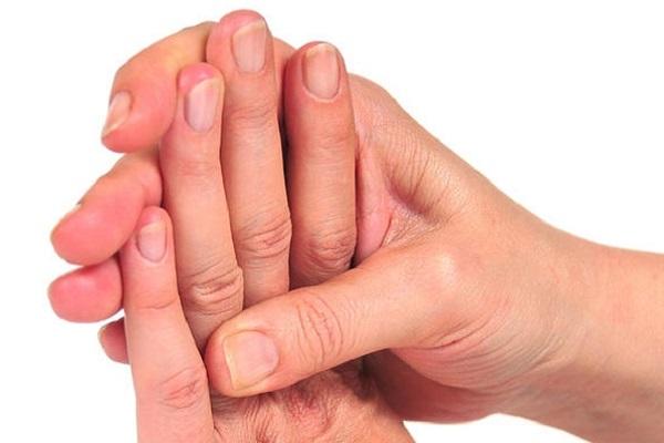 Mani e piedi sempre freddi? Attenzione alla sindrome di Raynaud, cause e cura
