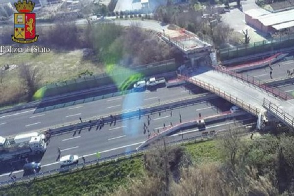 Crollo cavalcavia Autostrada A14: traffico bloccato, quali alternative?