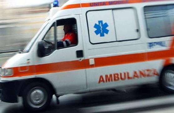Arresto cardiaco mentre allatta al bar: mamma e bimba all'ospedale