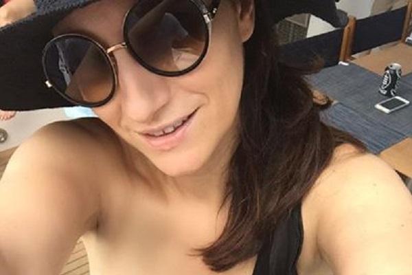 Laura Pausini Facebook: la cantante non è incinta e smentisce il gossip