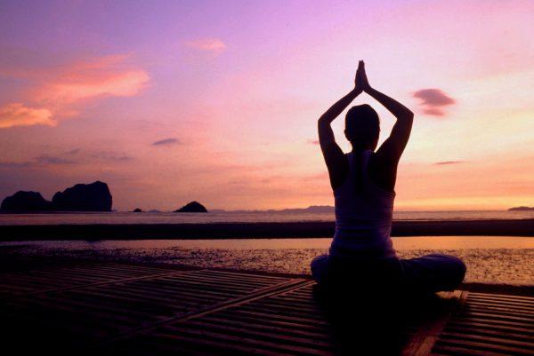migliori posizioni yoga incinta
