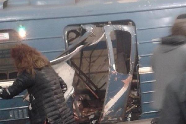 San Pietroburgo esplosione nella Metro, vagone sventrato: vittime e molti feriti