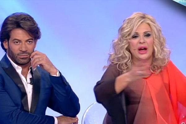 Tina Cipollari lascia Uomini e donne? La verità sugli screzi con Maria De Filippi