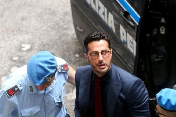 Fabrizio Corona ultime notizie oggi: show al processo, allontanato dall'aula