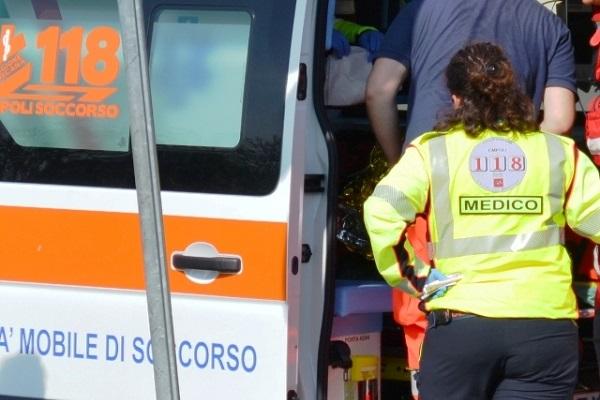 Tragedia ad Arezzo: morta bambina dimenticata in auto dalla madre