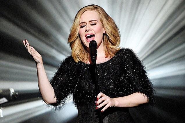 Adele lascia la musica, cancellati i concerti di Wenbley: Ho il cuore a pezzi