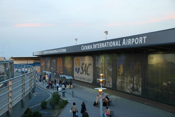 Assenteisti Aeroporto di Catania, timbravano il cartellino e poi andavano al mare