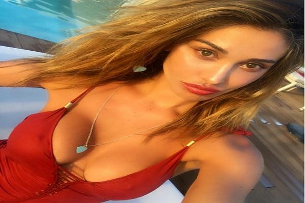 Gossip Belen Rodríguez lascia Andrea Iannone, vacanze in solitaria a Ibizia
