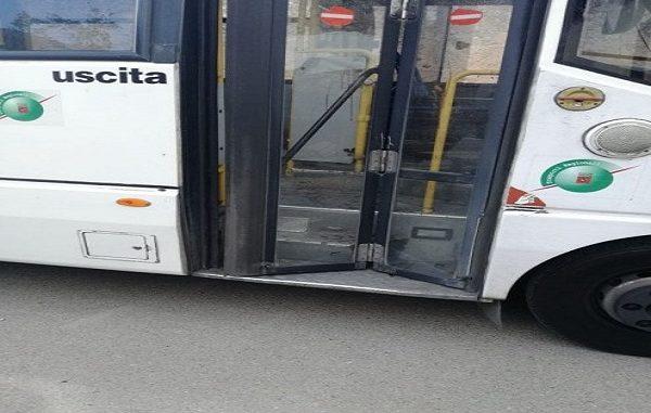 Firenze, immigrato accoltella l'autista di un bus