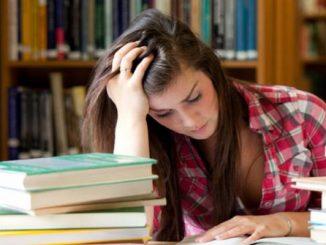 Trucca gli esami aggiungendo la lode: studentessa hacker a processo