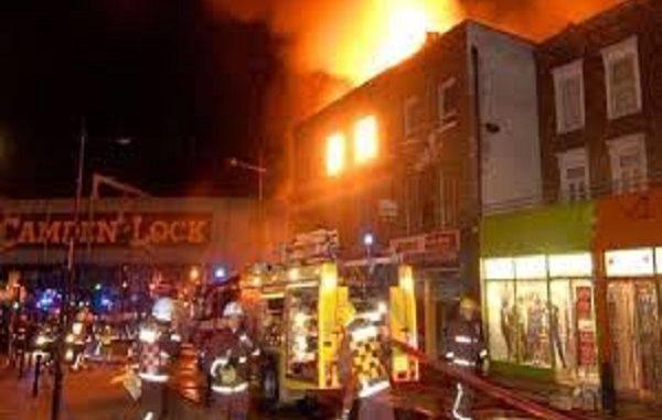 Incendio a Camden market, va a fuoco il mercato popolare di Londra