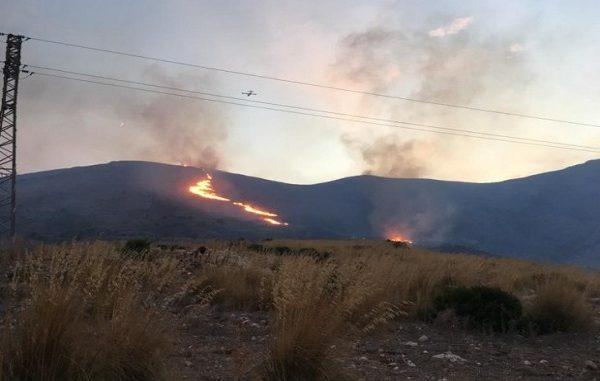 Inferno in Sicilia: roghi ovunque, case evacuate a Messina e Enna