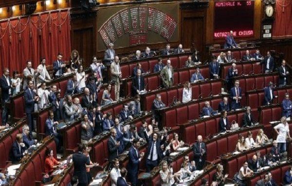Voto taglio vitalizi la camera approva com la norma e for Vitalizi alla camera
