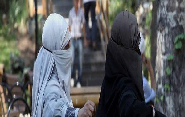 GB, bimba cristiana affidata a famiglia musulmana, le tolgono collanina col crocifisso