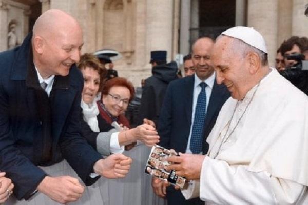 Papa Francesco firma la prefazione del libro di Daniel Pittet sulle vittime di pedofilia
