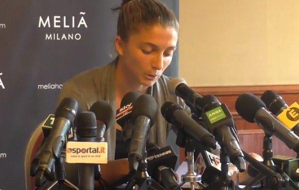Sara Errani in lacrime alla conferenza stampa dopo la squalifica per doping