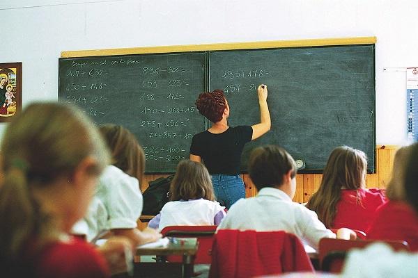 studenti di elementari e medie promossi per legge