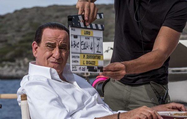 Toni Servillo è Silvio Berlusconi