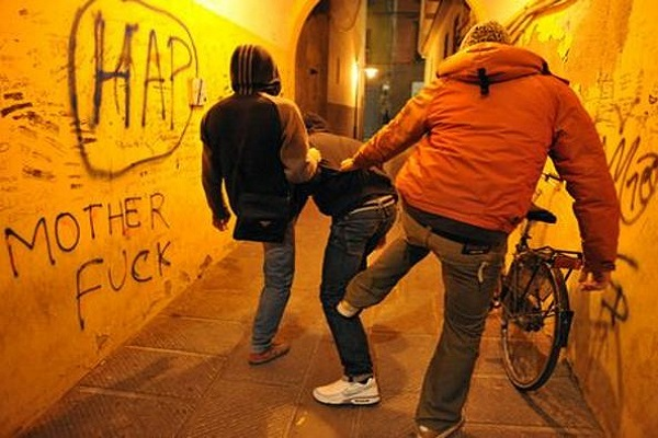 Torino, atti di bullismo verso un compagno di scuola: tre ragazzi arrestati