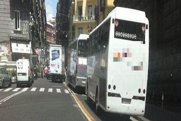 bus turistici a Napoli tassa ingresso sosta parcheggio