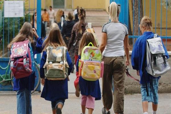 obbligo vigilanza alunni entrata e uscita scuola media Valeria Fedeli