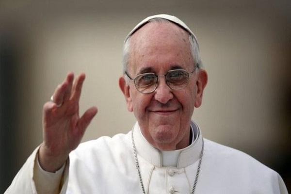 Papa Francesco vieta la vendita di sigarette al Vaticano