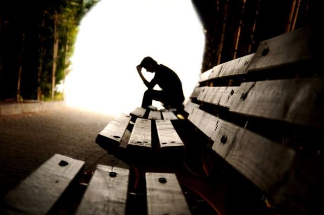 Solitudine, sofferenza pari a un dolore fisico come difenderci