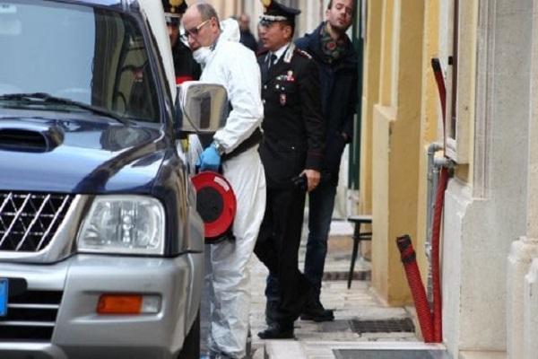 Strage familiare, un carabiniere tenta il suicidio dopo aver ucciso la sorella e i genitori