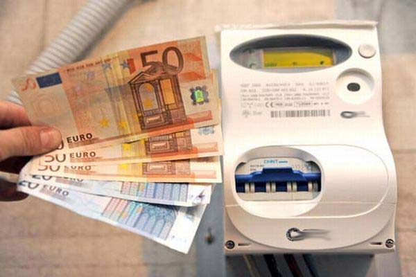 Energia elettrica, aumenti in bolletta da gennaio: di quanto salirà?