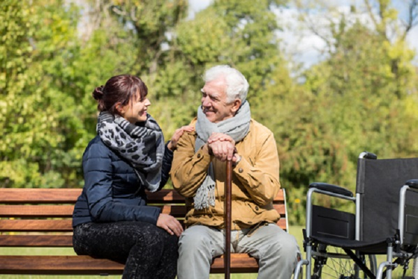 Caregiver familiari: approvati fondi per assistenza malati e anziani