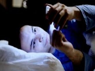Insonnia da smartphone, adolescenti a rischio