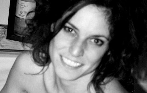 Stilista trovata impiccata al parco: si indaga per omicidio, nuova autopsia