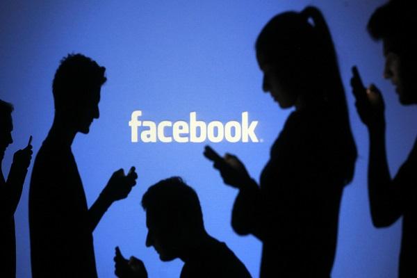 Nuovo attacco a Facebook, i social network creano danni alla salute?