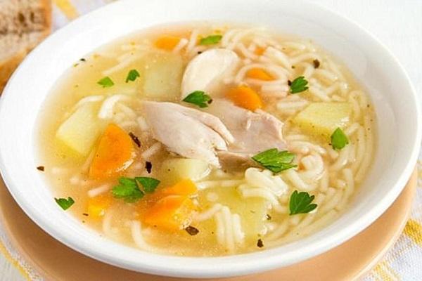 Influenza e raffreddore: brodo di pollo rimedio naturale