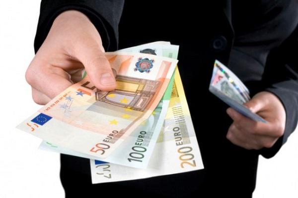 Busta paga, stop al pagamento in contanti da luglio 2018