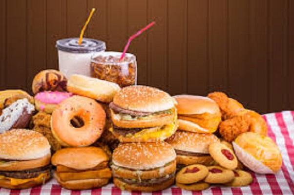 Cibo fast food dannoso per l'organismo, è come una infezione