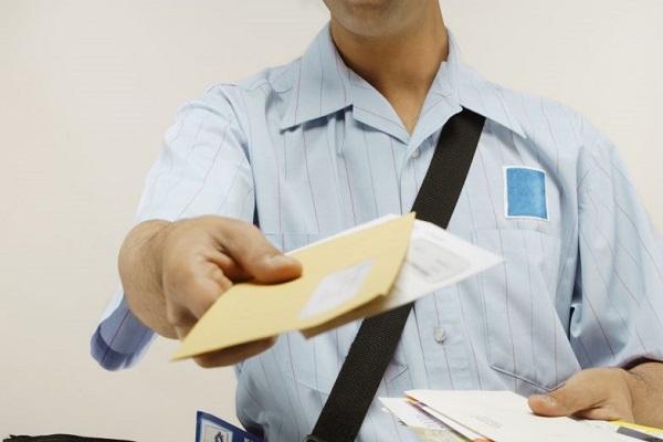 Postino di Vicenza nascondeva lettere nel garage: trovati plichi Poste Italiane
