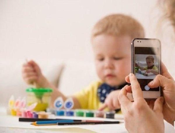 Foto sui social dei figli minorenni, rischio 10mila Euro di multa
