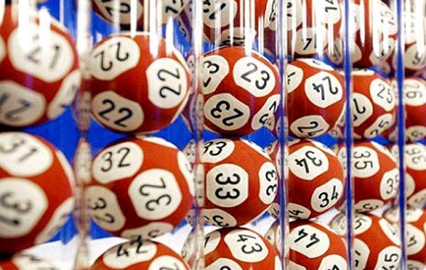 Como, gioca tre euro e vince un milione al Superenalotto