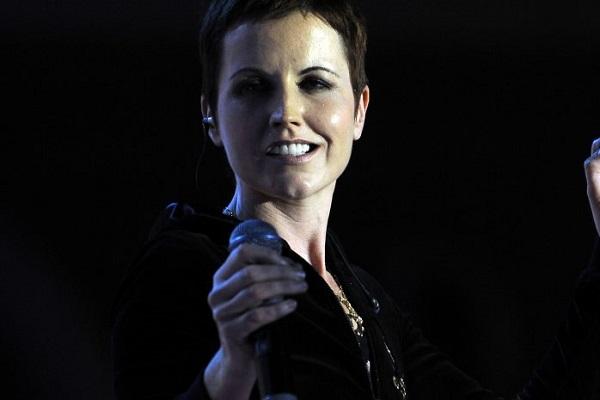 Morta Dolores O'Riordan: addio alla voce del gruppo The Cranberries