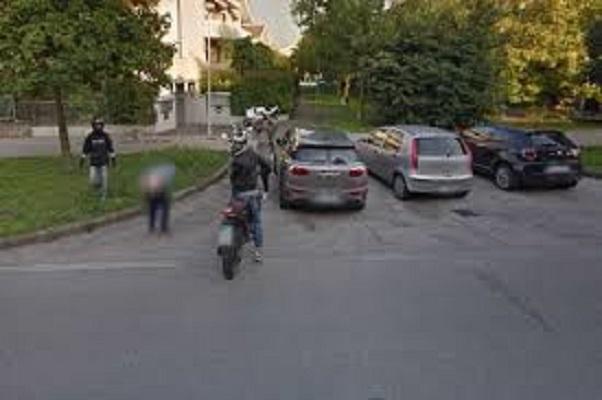Padova, lato B di ragazzo italiano su Google Street View