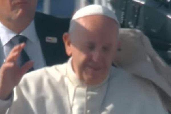 Papa Francesco colpito da oggetto volante in Cile: come sta il pontefice?