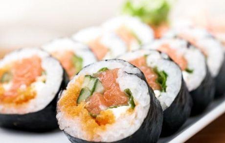 Mangia sushi ogni giorno e fa una scoperta macabra