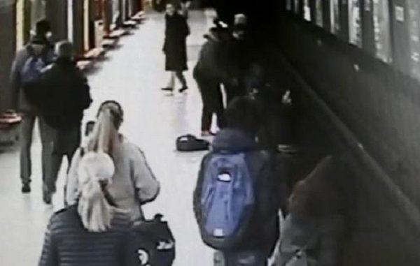 L'eroe della metropolitana di Milano, video virale sul web